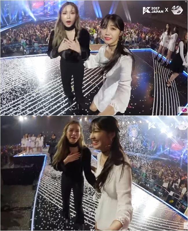 兩人先前在日本的 Kcon上其實也有特別的緣份。當時恩地在安可舞台上看到獨自落單,看來很寂寞的Heize,不僅先拿著自拍攝影機拉著Heize,想讓她有多點鏡頭,不僅先勇敢上前勾搭(?)