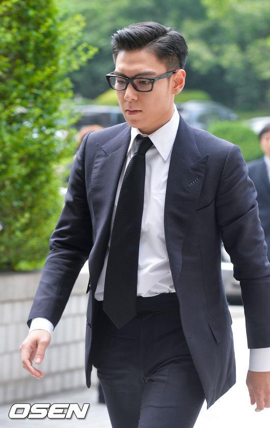 而判決結果出爐,T.O.P被判決拘役10個月,緩刑2年並判決罰金為1萬2千元韓幣,(合台幣300元左右)