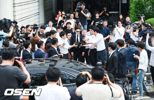 BIGBANG成員T.O.P使用大麻消息震驚海內外粉絲,而在T.O.P上回自白承認因為當時的女友關係,使用了4次的大麻後,今天在韓國眾多媒體包圍下進行T.O.P使用大麻一案的一審宣判
