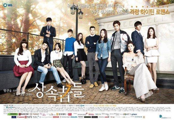 相信2013年播出的《欲戴王冠,必承其重-繼承者們》是許多粉絲心中的經典韓劇吧! 而此不電視劇除了讓劇中主演的知名度瞬間暴增, 也讓許多參演演員變成了好朋友呢~