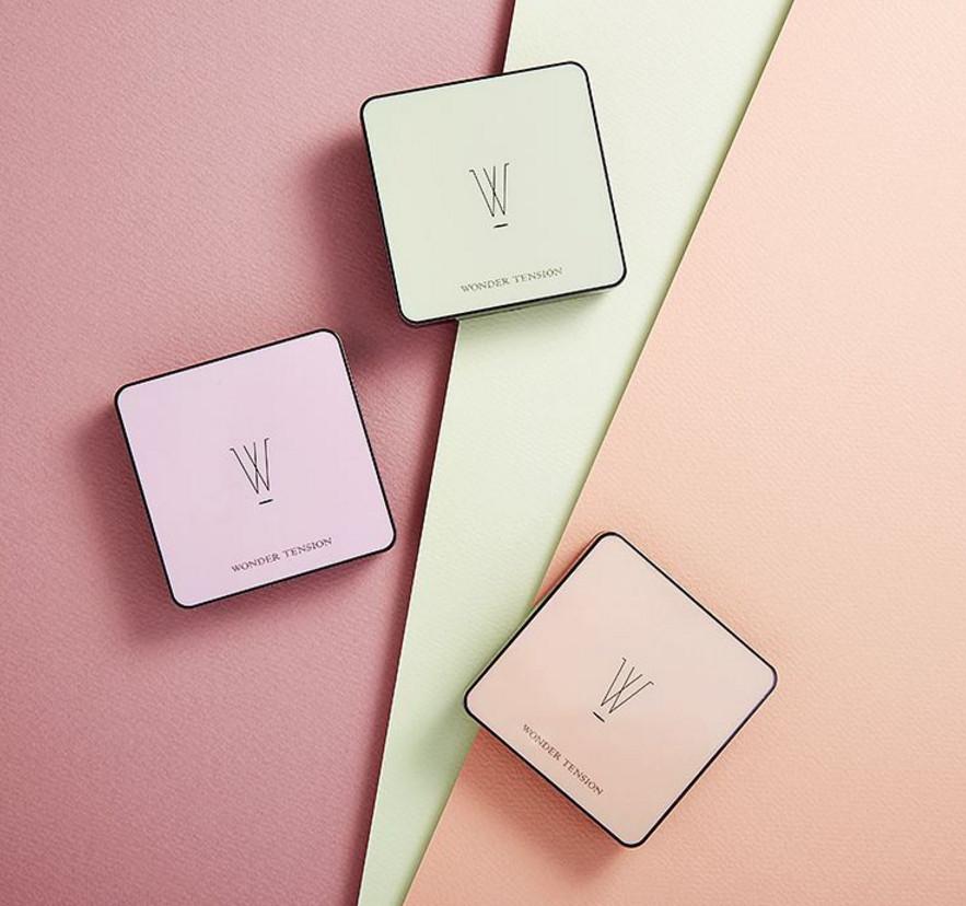 首先就是這款最近新推出的淨光菱紋調色粉餅霜了! 她們家的W氣墊有多好用不用女神說,女孩們也知道吧? 這款調色粉餅霜也是一推出就大受韓妞歡迎。