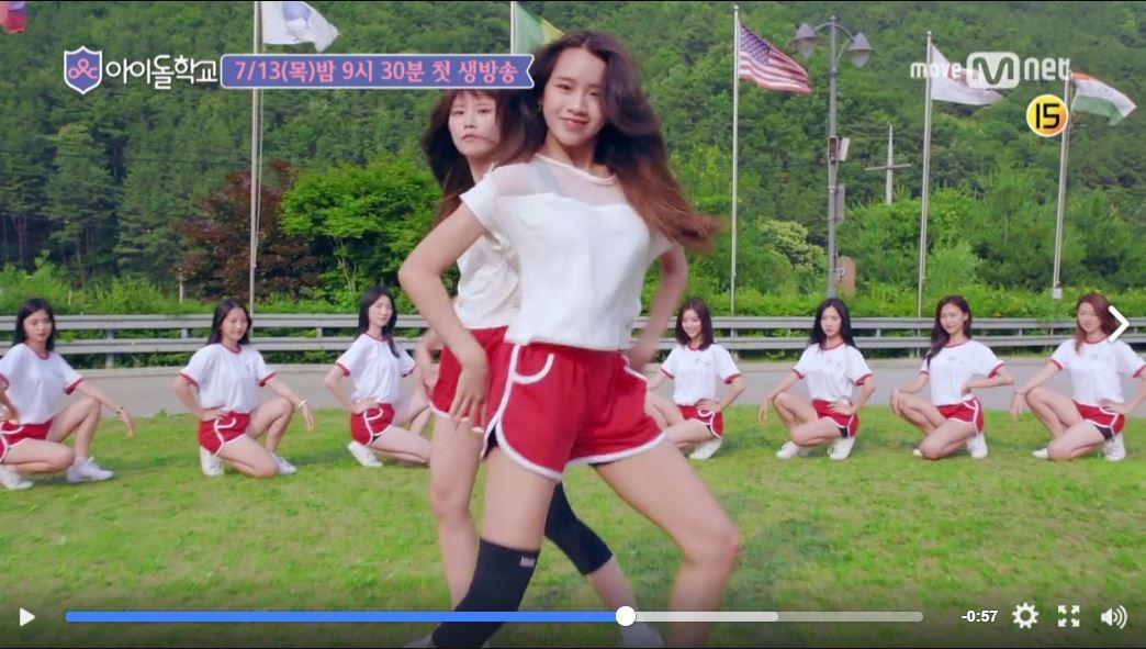 不過雖然被嫌成這樣,當中還是有一幕特別亮眼的!就是這次參賽的練習生中JYP的前練習生Natty,和先前沒有練習生經歷,而是子瑜學姐來自翰林藝高的參賽者宋夏容(Song HaYoung,音譯),兩人不僅在初登場的MV中一段雙人舞帥翻