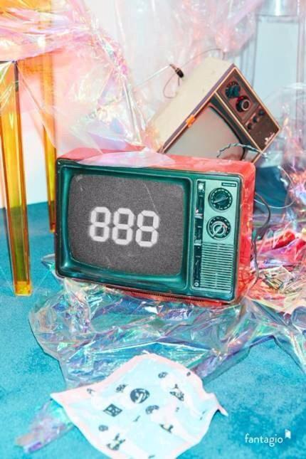 這次公開的fantagio新女團'Weki Meki'出道預告也是888 確定將於8月8日舉辦SHOWCASE 音源公開時間目前還尚未公開