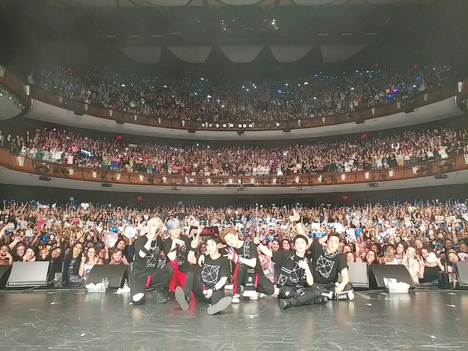 最近到歐美展開巡迴演唱會的MONSTA X也是人氣旺到不行,不知道是不是因為太開心了,成員們的粉絲福利更是大方送,羨煞許多螢幕飯啦~~