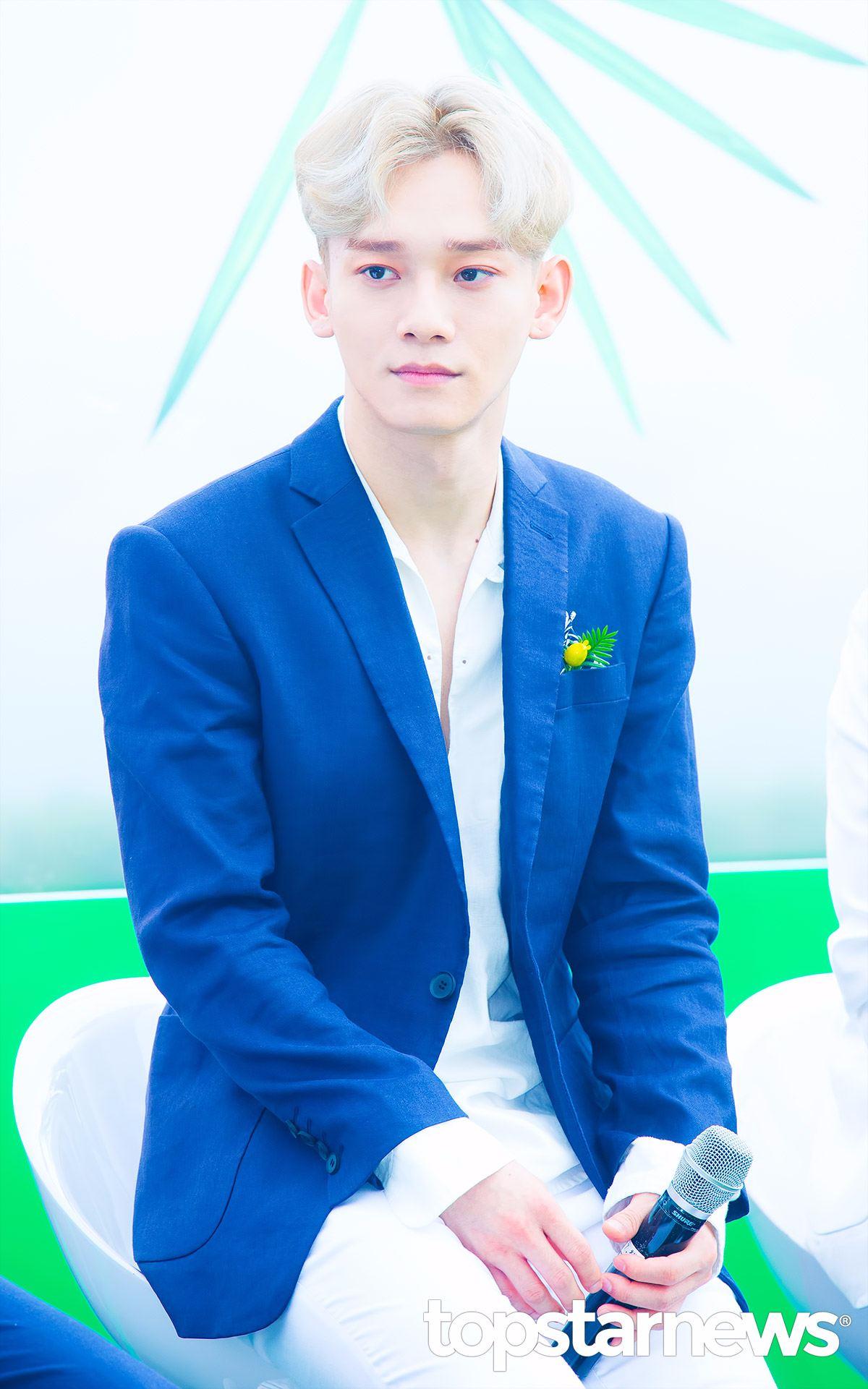 Chen的髮型是最近韓國男生很喜歡的64分法,利用微捲的彎度帶出頭頂的蓬度,有點復古的感覺。不過Chen的金髮可不是一般人可以駕馭的了啊!建議一般男生可以使用較深的顏色代替。