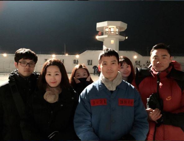 觀眾就要在池城依稀的回憶裡,拼湊出可怕的事件真相。而且找來《幽靈》等多部片裡,飾演壞人角色已經出神入化的演員嚴基俊(飾車民浩)同台飆戲,明明失憶可以是大爛梗,在片裡卻變得超神,每次找回的片段記憶都會讓你對整個案件多一層認識~大家真的不要錯過這部今年韓國同時段收視率最高的電視劇!