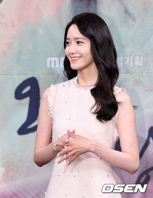 今天(27日)SM娛樂在韓國凌晨12點釋出十週年回歸的第一支預告,將連續8天公開所有成員的預告。這次的正規六輯《Holiday Night》總共收錄10首歌曲,並將推出雙主打《All Night》及《Holiday》