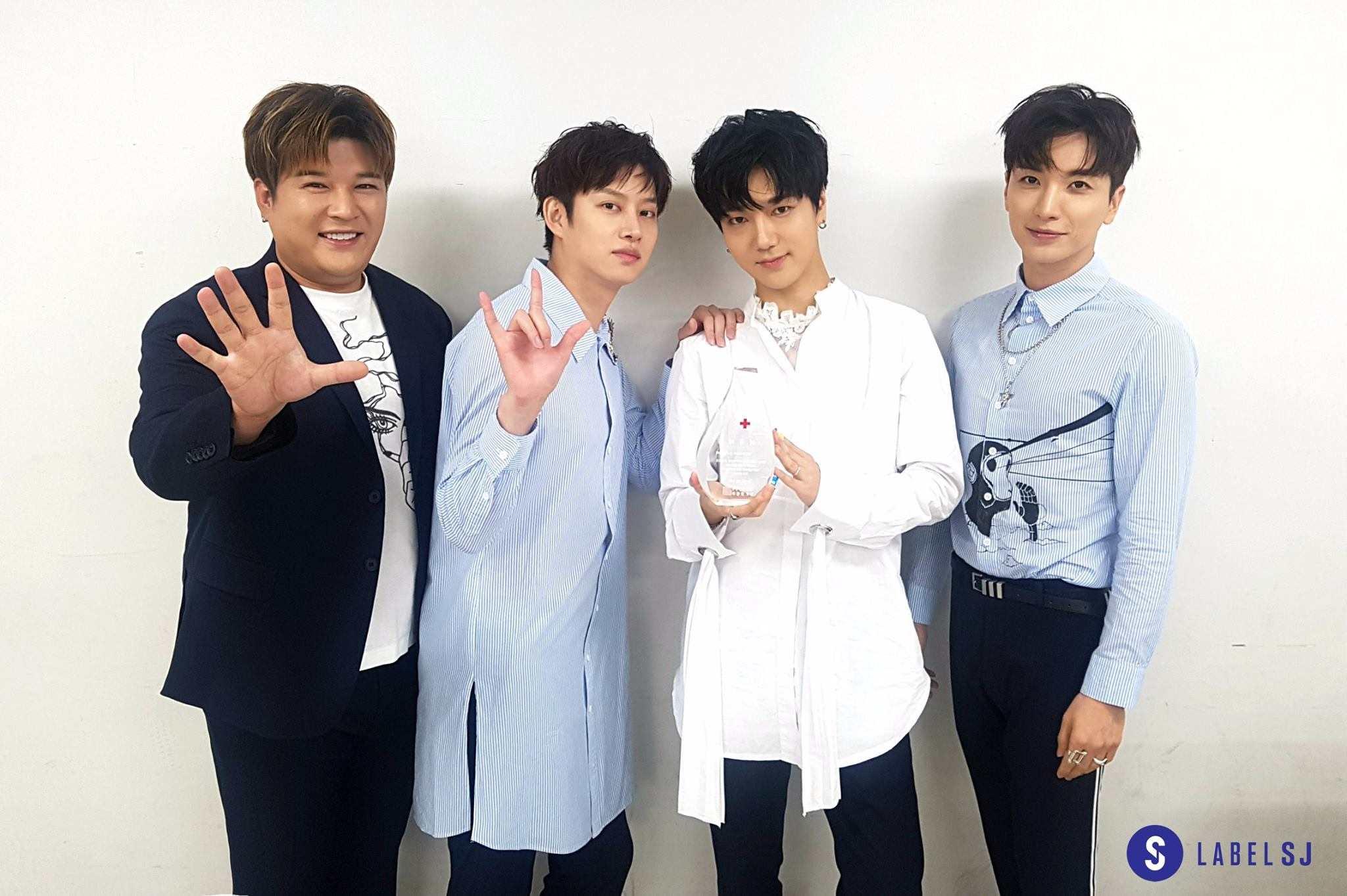 而先前據SM方面宣佈,SJ將在10月時,除了目前仍在服役的厲旭和圭賢,以及強仁、晟敏之外,以7人組的型態回歸。和先前Super Junior的《super show》見面會上只有4人的孤單情景相比,終於能以團體之姿登上舞台回歸,也讓這次的發片格外有意義