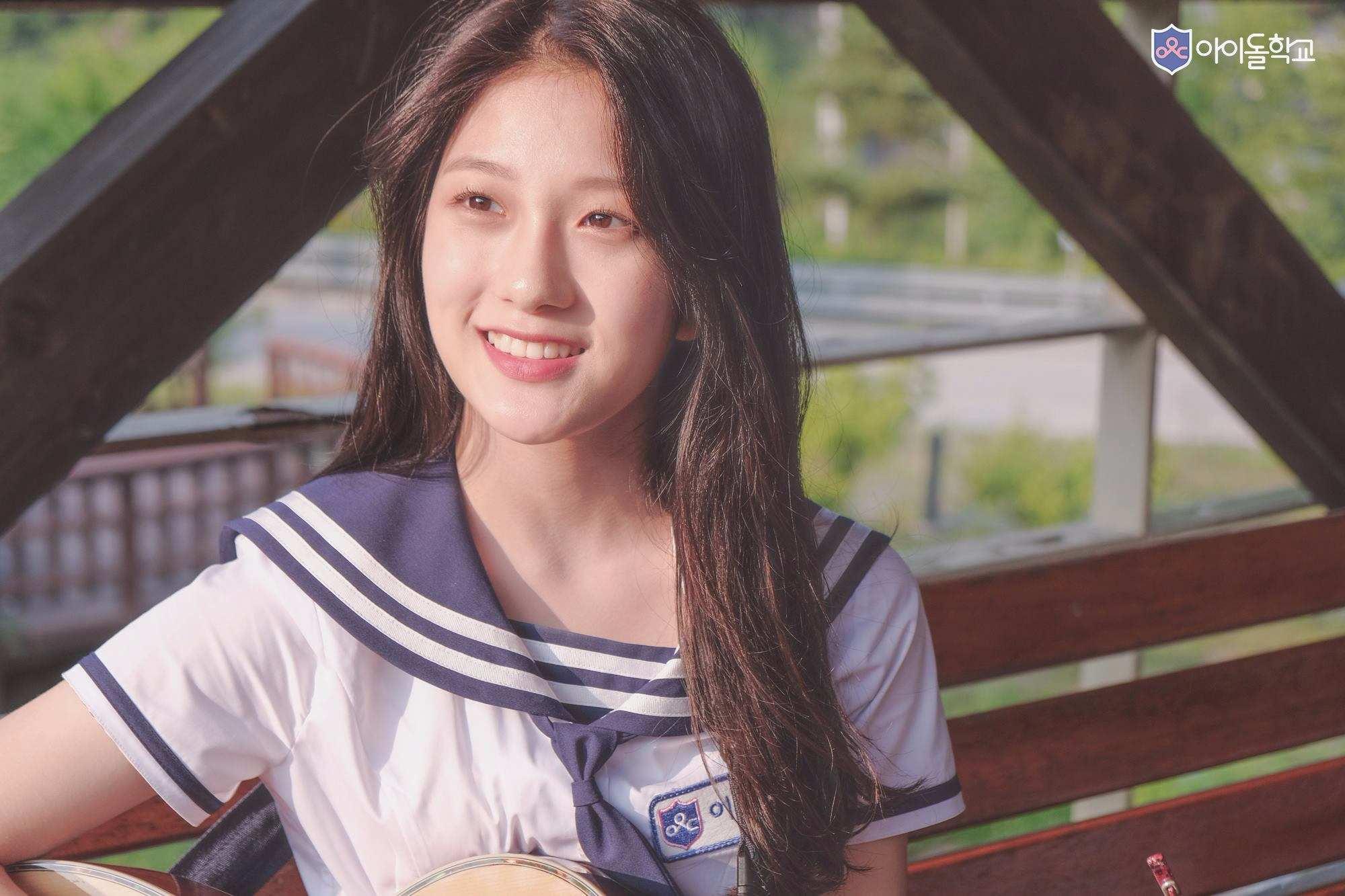 既然SM和JYP都出來當然也少不了YG,李敍延曾在YG當過6年的練習生,還曾出演過GD和TOP《KNOCK OUT》的MV,MV裡跟GD一起跳舞的小女孩就是她,但相比其他兩大公司的練習生的她顯得相當安靜