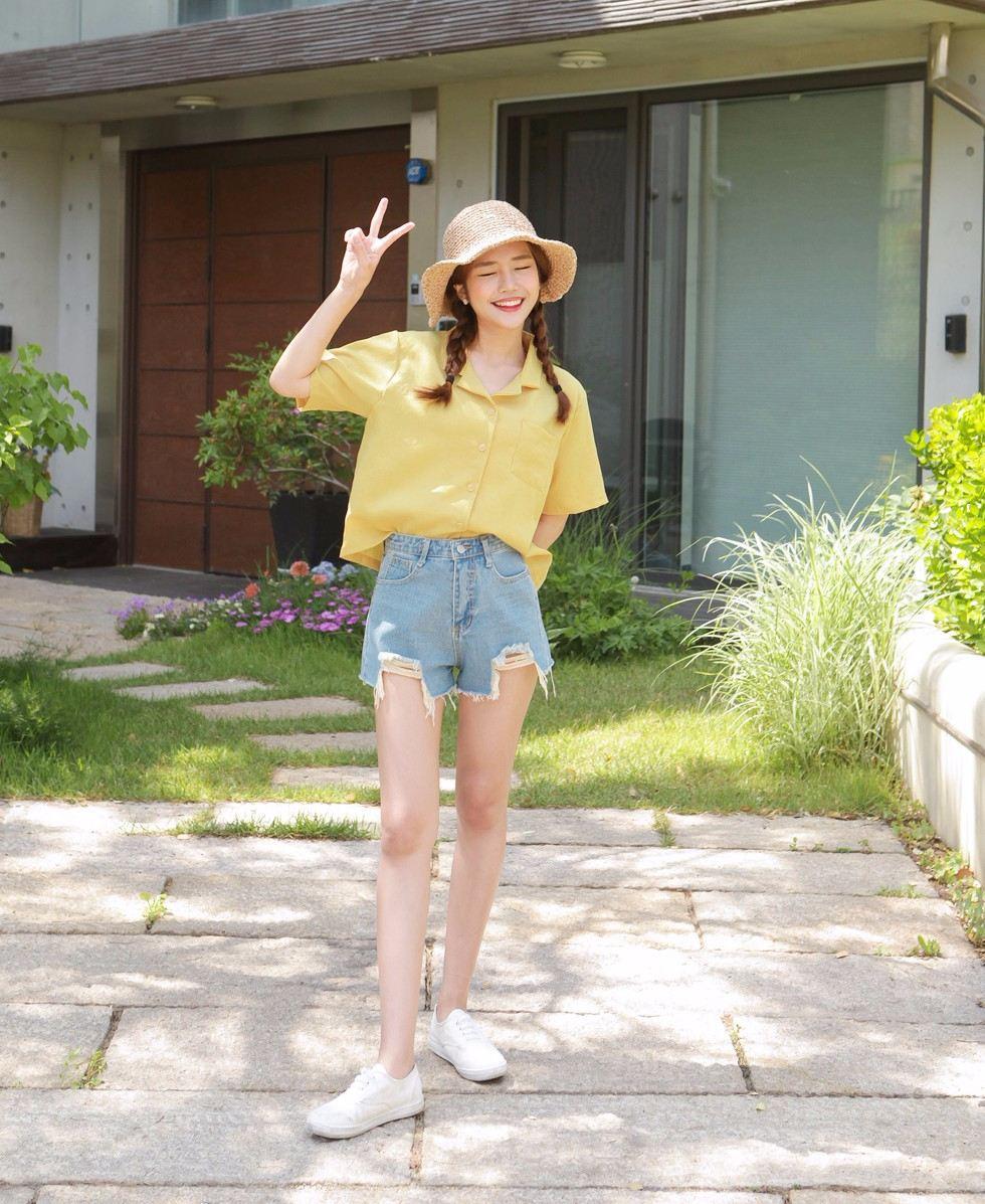 5.BLING SHOP T恤/短袖/連衣裙/半身裙 摩登少女我真的很推這家的短褲,穿起來非常修飾身形,配上短袖根本就是絕配,夏天不來一件行嗎?