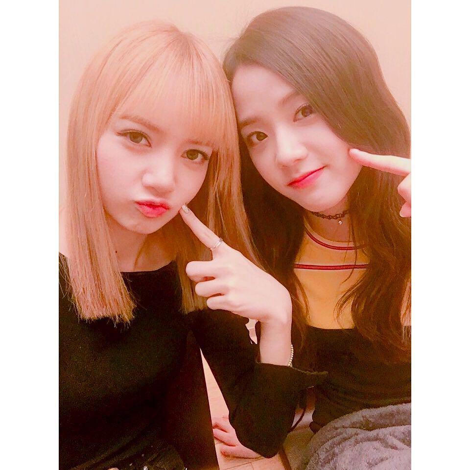 原因竟是因為Lisa在韓國生活太久了,忘記自己是從外國來的XD Lisa真的泰可愛了啦♥♥♥