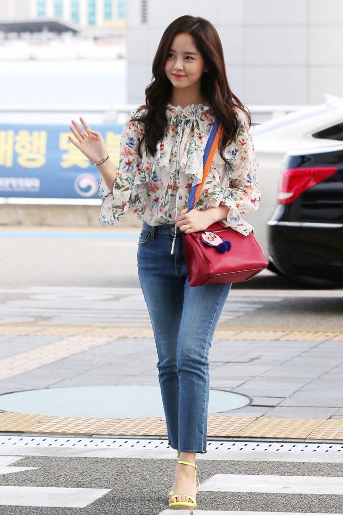 而最近所炫也受邀雜誌《SINGLES》前往泰國曼谷拍攝,簡單的洋裝配上牛仔褲是不是更加襯托她的女神感了呢