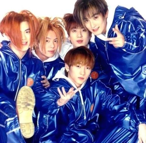 第二名 H.O.T-CANDY 獲得了九票。 H.O.T可說是韓國歌謠界的神話,當時H.O.T的火紅程度絕對不適我們能夠想像的啊!雖然在出道5年後,就宣布解散了的H.O.T至今還是在韓國歌謠界留下了非常深刻的影響!