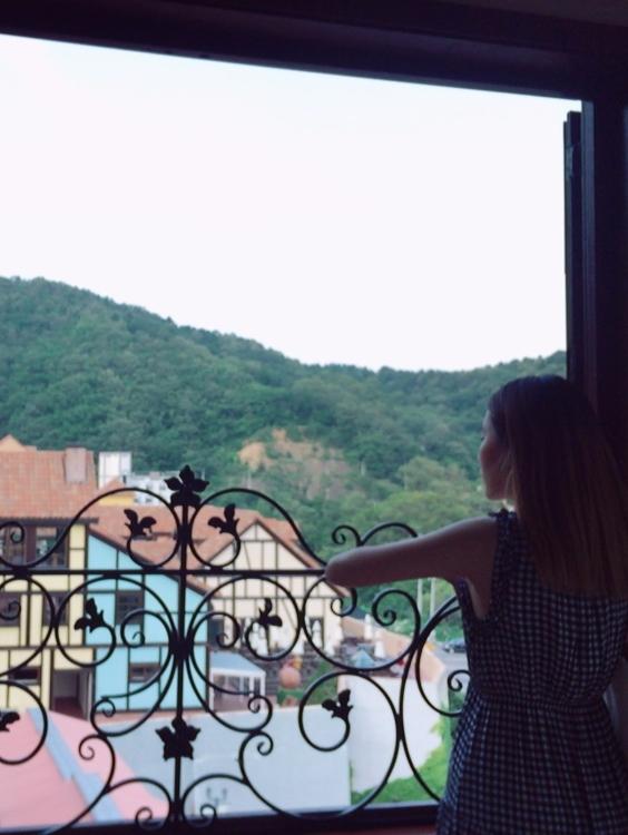 站在這裡靜靜地看著安靜的小法國,彩色的房子和花朵感覺自己就在童話故事中~~