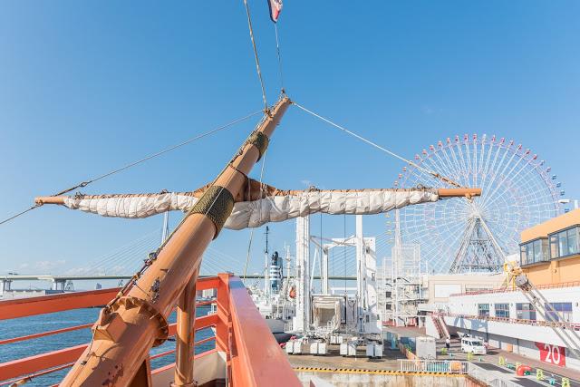 3.聖瑪麗亞號  以哥倫布發現新大陸時的海船「聖瑪麗亞號」為原型,放大2倍進行製造的遊船。從天保山港灣村(Harbor Village)海遊館前出發,穿過港大橋,沿著大阪港周遊航行。