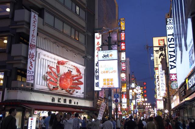 4.道頓崛、心齋橋  周遊卡使用:道頓崛水上觀光船   道頓崛其實是一條河的名字,現在則變成了大阪的旅遊指標,這邊以充滿許多美食而著名,晚上就在這裡一間接著一間地品嚐道地的大阪小吃吧!另外,就在道頓崛附近的心齋橋,藥妝、流行服飾、迪士尼專賣店等皆可以在這邊找到,不妨在這裡瘋狂採購一番!