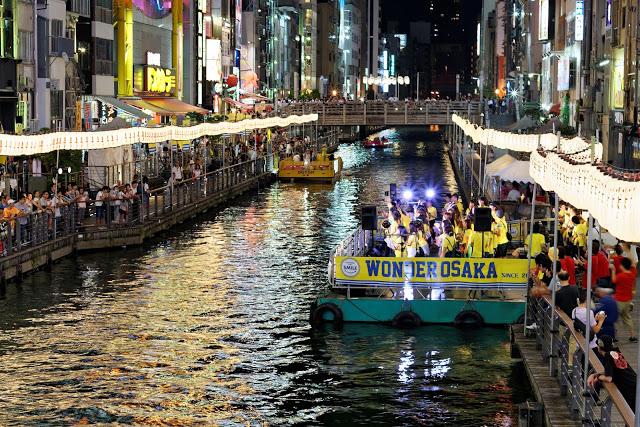 【道頓崛水上觀光船】  跟隨充滿活力的大阪導遊船員,享受一次約20分鐘的道頓堀川遊船之旅,從不同角度欣賞橋樑、步道等南部地區的繁華也是個不錯的好選擇。