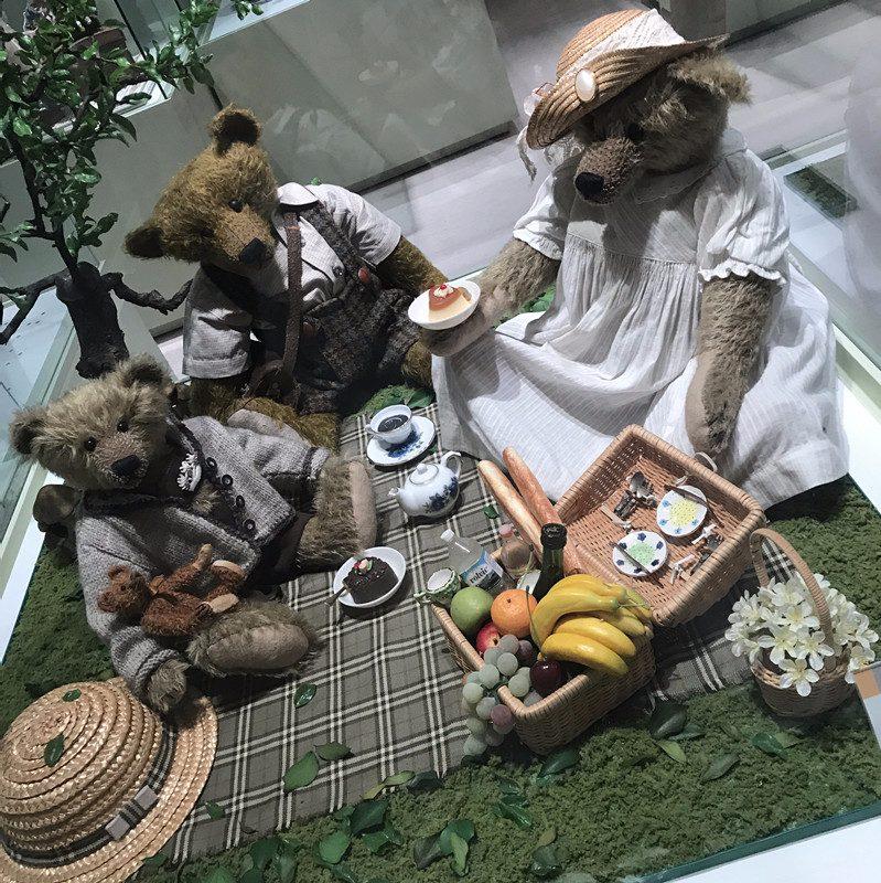 #來一次和泰迪熊的親密接觸吧 濟州島有很多可愛的博物館,泰迪熊就是其中一個。這裏展覽了各式各樣主題的泰迪熊,靜態的動態的,復古秀的,科幻類的,田園風的,還有韓劇宮裡出現的宮廷風,一定讓你大呼怎麼這麼可愛!好想抱幾只回家啦!