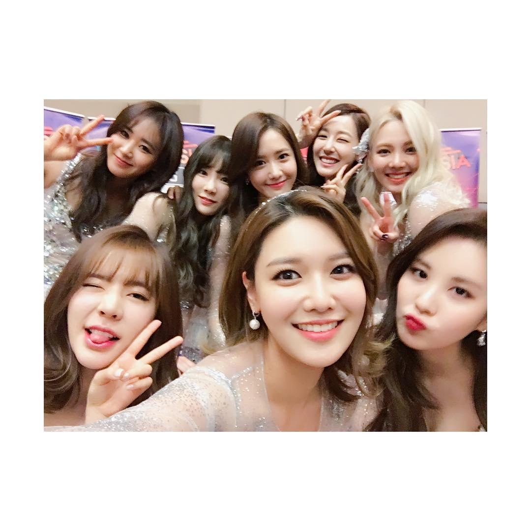 韓國女團代表少女時代今年出道邁入十周年,十年期間少女時代更創下不少驚人的紀錄!他們也將在接下來8月4日帶來正規六輯名為《Holiday Night》,專輯共收錄10首歌曲~~~