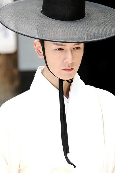 而林周煥直至2009年拍攝MBC電視劇《令人垂涎之島》,這也是他首次擔任主演,而林周煥在劇中帥氣的形象也讓他人氣上升,開始受到了大眾的矚目。