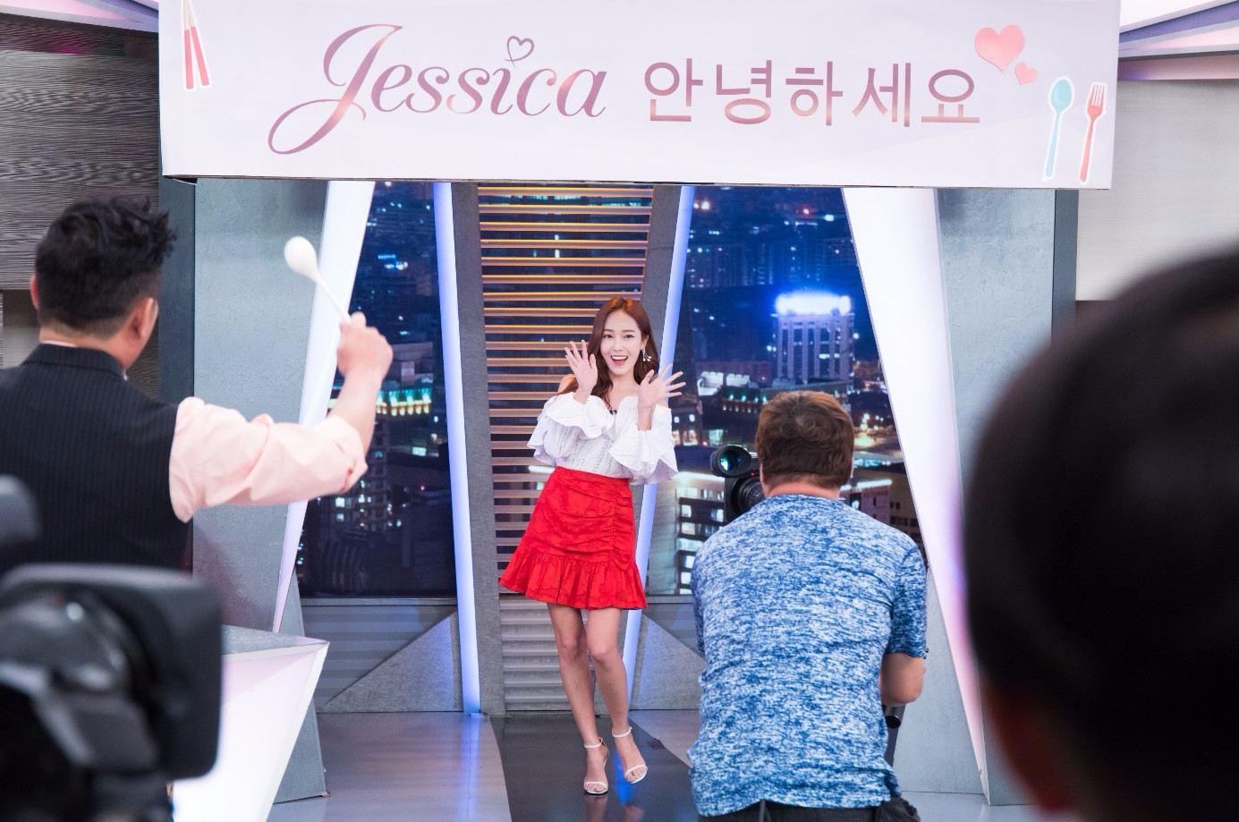 這也是潔西卡第一次錄製台灣道地節目,讓不少粉絲可是驚呼「超神奇」。再加上主持人「曾國城」一直都是粉絲間讚賞的「幽默王」也讓大家更加期待兩人會擦出什麼樣的火花。
