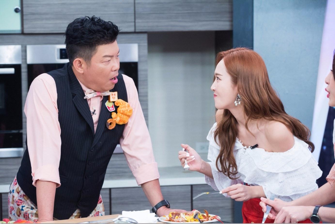 潔西卡表示自己因為很愛美食,所以偶爾在家也會下廚,參加節目前也非常期待吃到阿基師的廚藝