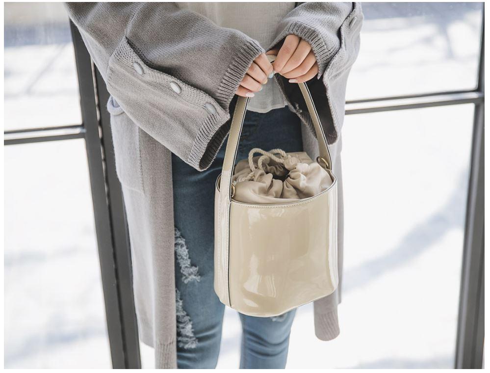 #束口水桶包 束口造型的水桶包也很特別,誰說包包一定要做拉鍊是不?
