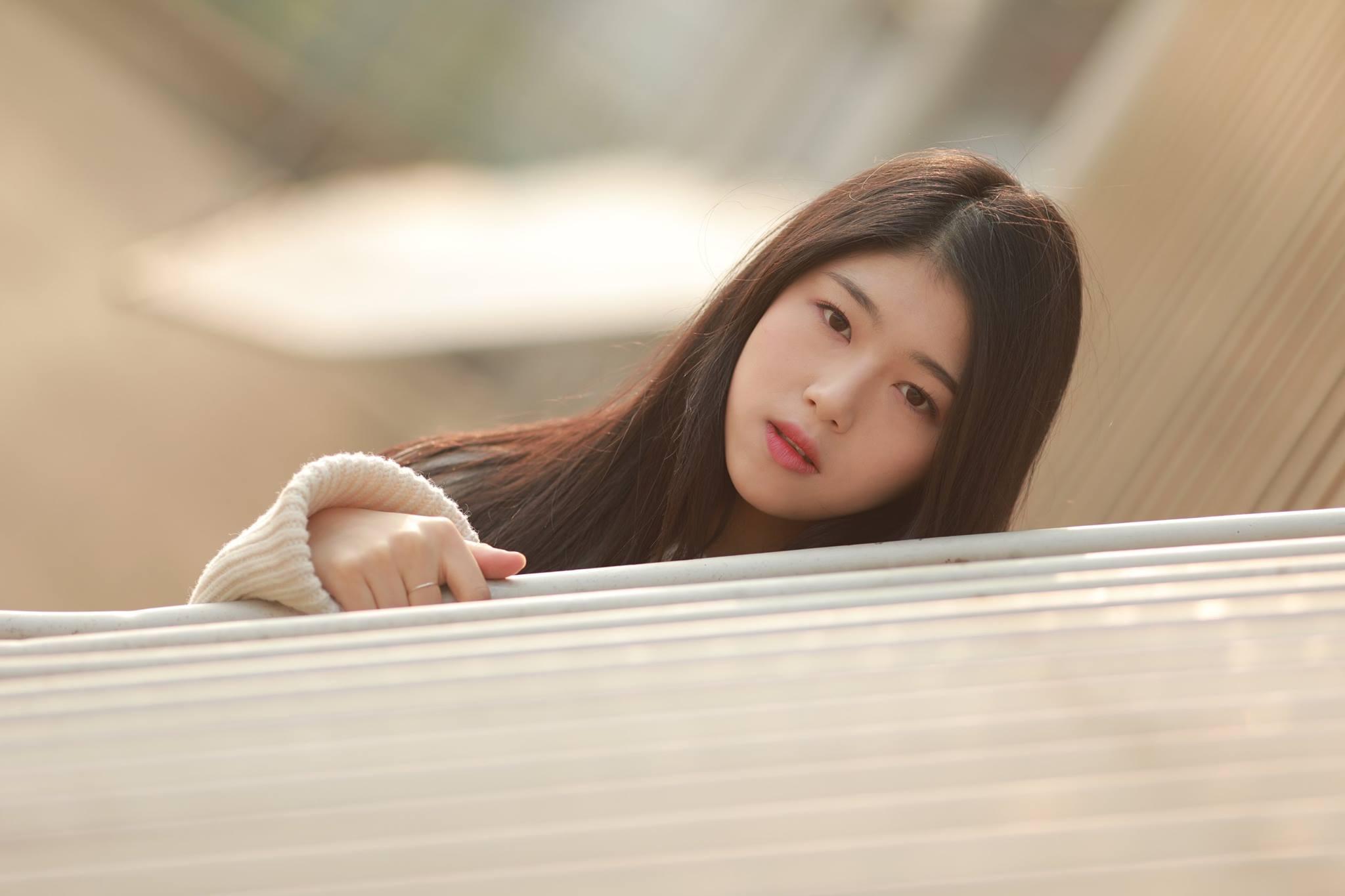 不過據經紀公司透漏,Ji Sung剛出道時體重的確是突破60公斤,但她最近正在努力運動,目前已瘦到58公斤,而Ji Sung還在努力減肥中。 不過小編真的不希望Ji Sung變得太瘦啊!現在的她才是最健康、最有特色的她啊~