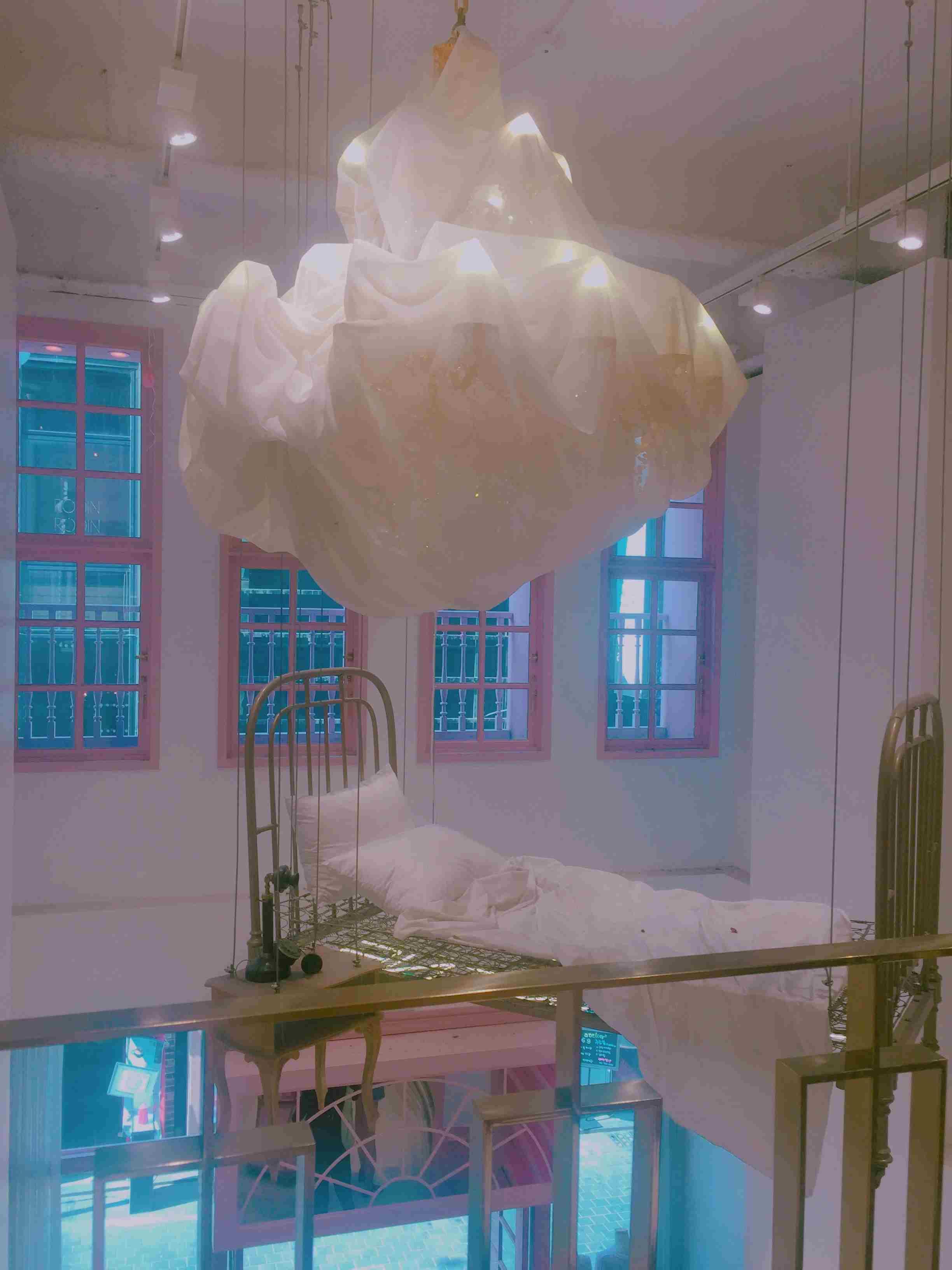 空中懸空的超夢幻床,好想躺上去~