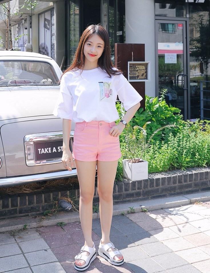 說了那麼多上衣,來說說下半身,有在買韓國網拍的都知道,除了外套之外通常褲子都是最貴的,但是少女娜拉的下半身也是超便宜啊(怎麼覺得這句話怪怪的XD)!像這件短褲就是$360!夏天就是要來一件短褲啊~而且這件看起來很修飾耶!