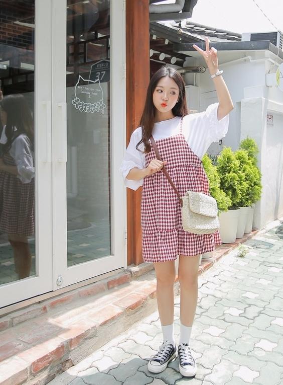 洋裝部分價格也很驚人,像是這件格紋吊帶裙就是才$360!!!!!在其他店要賣500都說得過去啊!是不是很誇張的便宜?