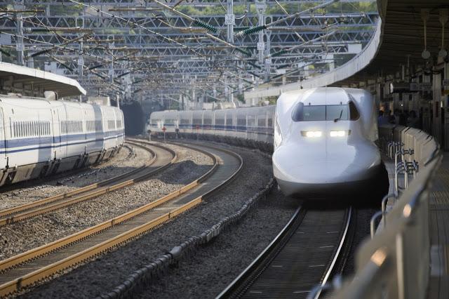 二、如何前往金澤  #新幹線  自從2015年北陸新幹線的開通,前往金澤變得方便又省時,而小編建議可以購買外國人專用的JR PASS周遊券,不論從關西玩到金澤,或是關東玩到金澤都超級便利!