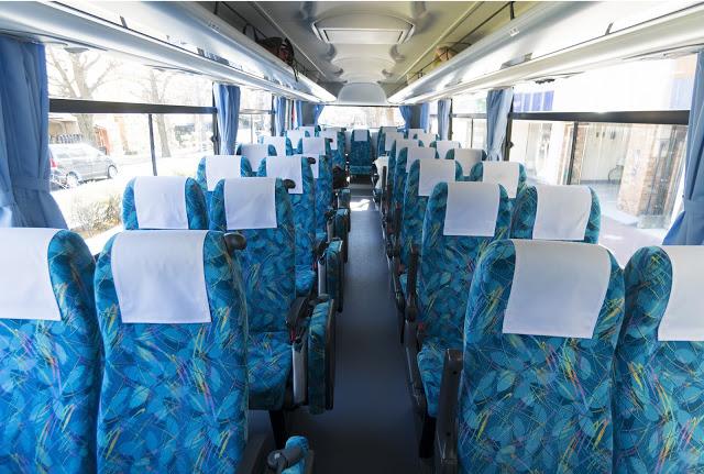 #高速巴士  若是想省交通費為第一考量的話,就選擇搭乘高速巴士吧!從大阪至金澤的所需時間約5小時,費用約4000日圓左右,京都的話約需4小時,費用大約3000~4000日圓。而從東京出發約需花8小時的路程,費用約5000~8000日圓,價錢會根據時間有所調整。