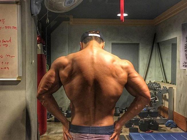 雖然當初是因為金鐘國的脊椎受傷,所以才開始接觸健身,不過到現在健身之後的「筋肉人老虎」幾乎成了金鐘國的代表形象