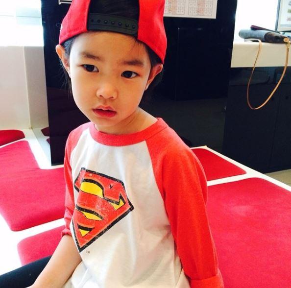 有再看《超人回來了》的粉絲喊聲:「有!」 小編在看節目時最喜歡看Haru和爸爸Tablo的互動,兩人的互動搞笑又可愛!
