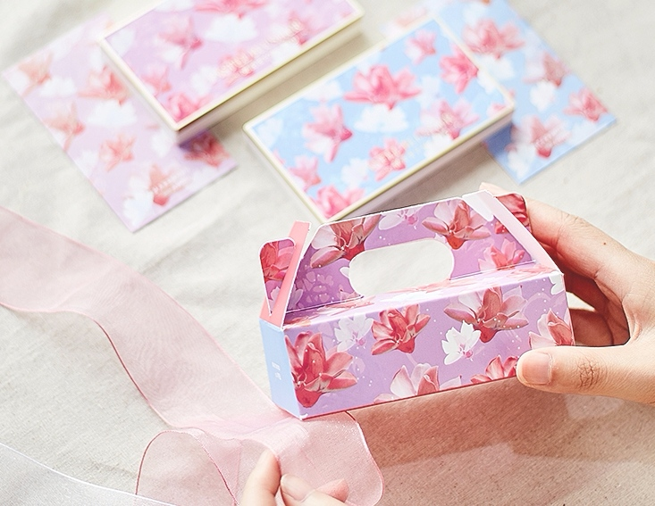 而這次除了3色腮紅盤之外,還可以用韓幣$500塊(約台幣$10塊)的價格買一個禮物盒,內附一張小卡。