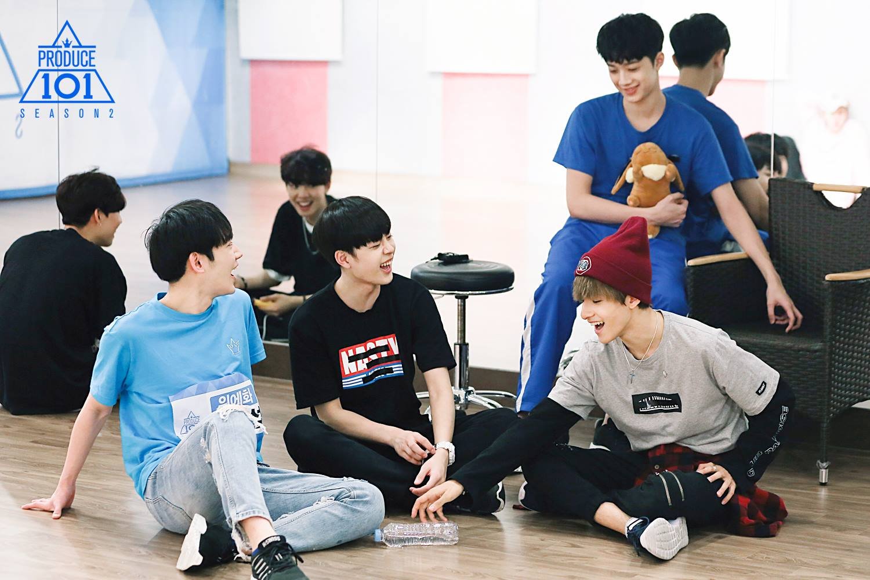《Produce 101》系列的成功讓大眾嗅出「選秀偶像」的商機,才發片一週銷量就飆破41萬張,位居今年男團銷量第2僅次於EXO,就知道他們的銷量有多驚人