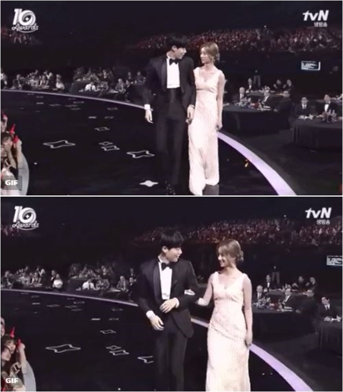 兩人在今年tvN頒獎典禮上,和柳俊烈牽手之後甜蜜相望的畫面更是讓粉絲事後想起,才驚覺兩人原來愛苗從這時開始在滋長中>///<