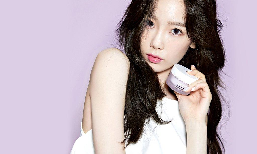 燈愣~~ 最舅舅是這一組照片讓韓國網友直呼「太妍絕對不是人類,是精靈阿!」不僅皮膚白到人神共憤(小編跟秀英站在同一邊),就連肌膚更是好到沒話說