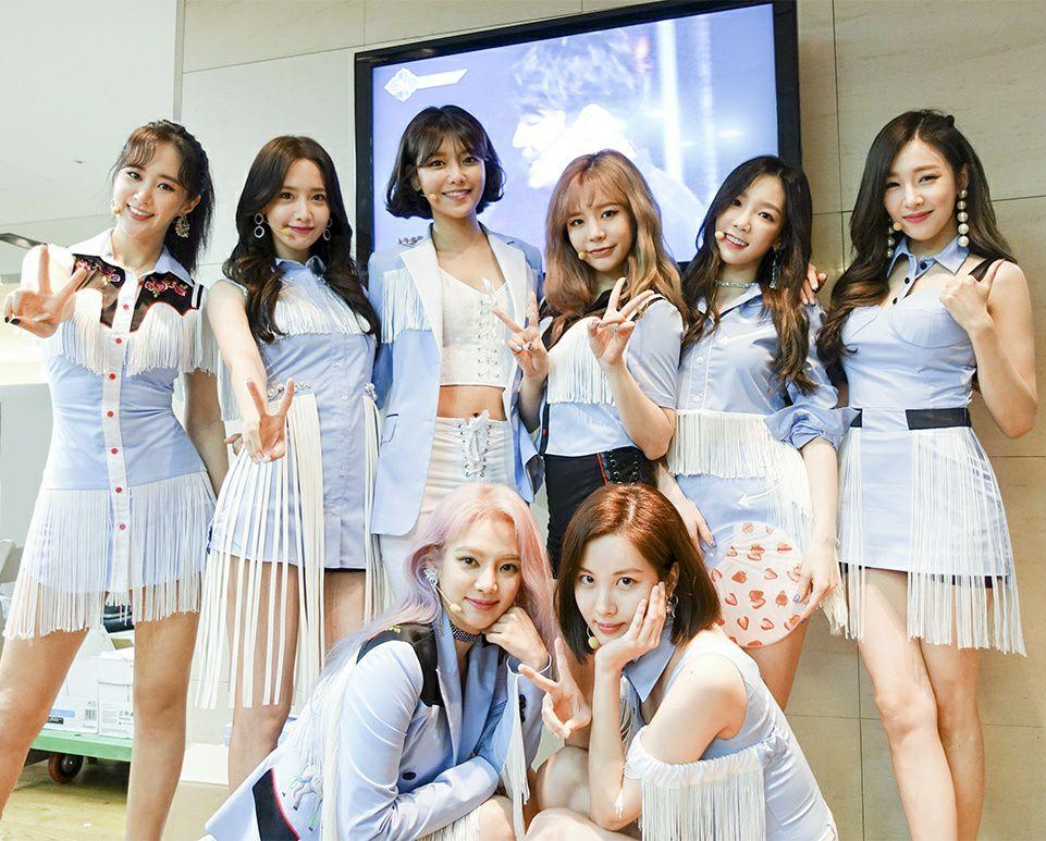 韓國真正可以稱得上是天團的少女時代在長達2年的空白期之後,即使遇到了音源大霧仍舊選在出道紀念日回歸,盛大迎接10週年。而即使成員久違的同台登上綜藝節目,甚至寫下了《認識的哥哥》開播以來偶像團體創下的最高收視率