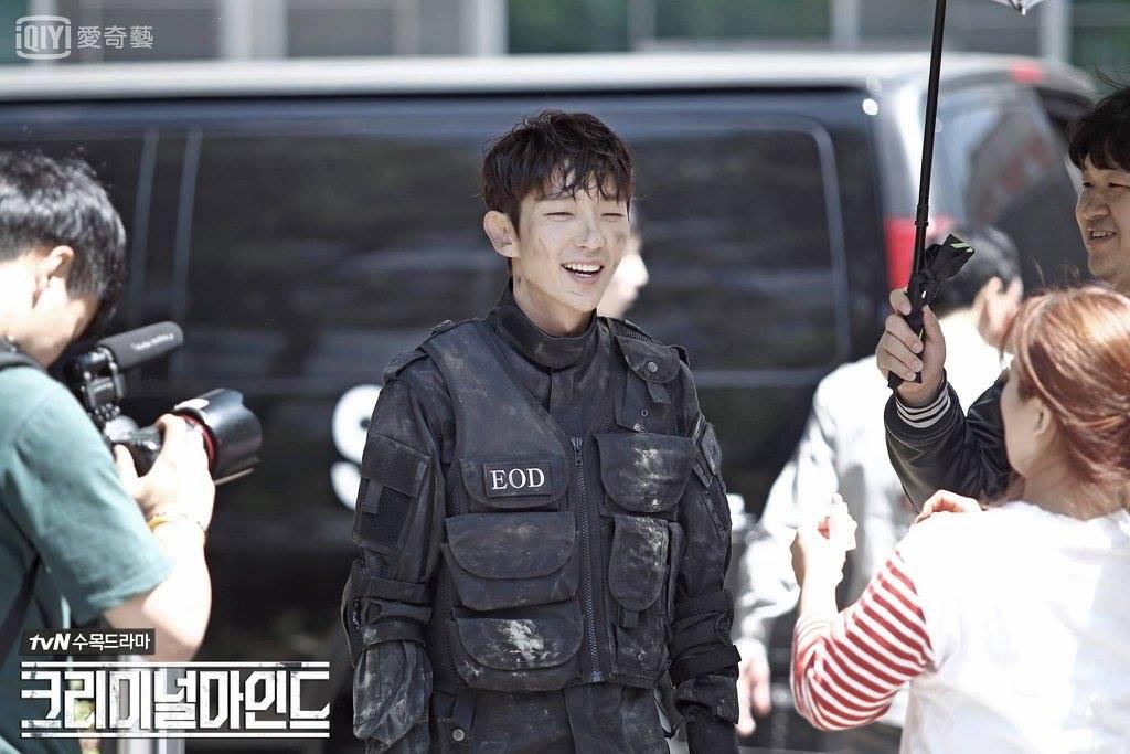 ✿TOP 10 - tvN《犯罪心理》 話題佔有率:4.87%  ➔下降2個名次 ※※翻拍美劇《犯罪心理》,由李準基、文彩元、孫賢周等主演。講述行為分析師們剖析最棘手的案件,分析兇手的心理和作案特徵,並在他們再次施暴前預測出他們的下一步行動,協助當地警察捉拿兇手的故事。