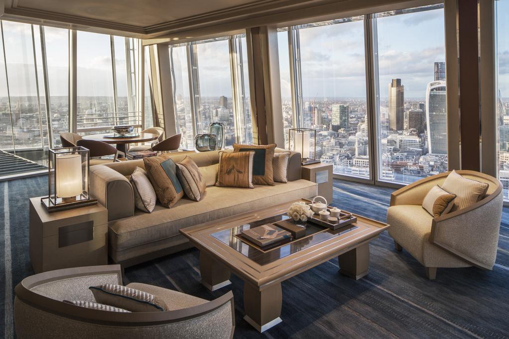 和秀智當時在英國約會的飯店更是在倫敦最高級的飯店,那間飯店一晚要價最便宜要韓幣「190萬」(合台幣約5萬),就知道李敏鎬對秀智的心意了