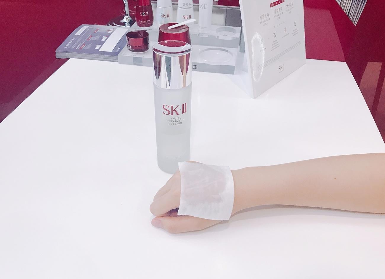 另外也推薦以濕敷的方式使用,肌膚會立刻變得非常柔嫩、細緻!