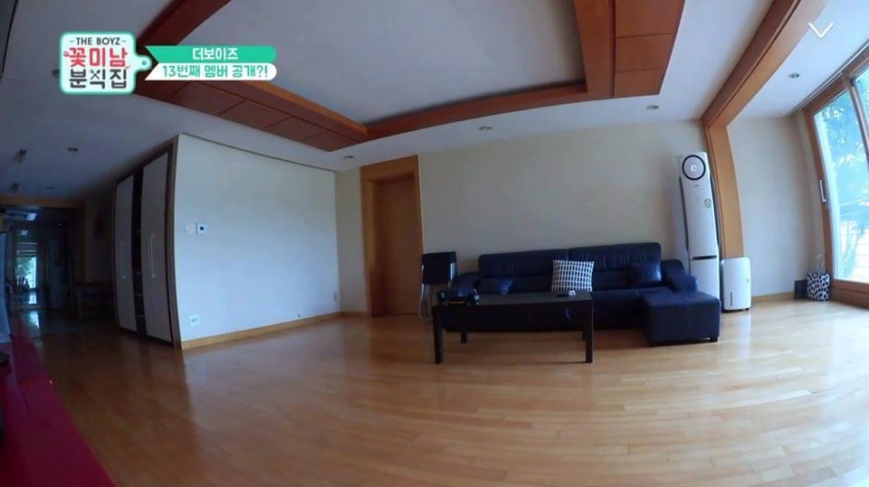 客廳空間寬敞到不行 而且超新啊!!!!