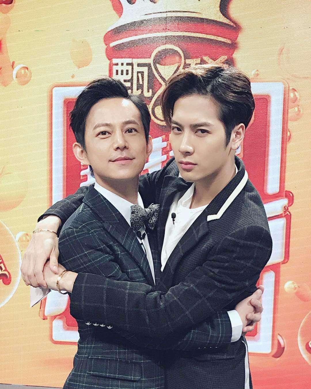 JYP也為了他設立個人工作室,Jackson也以個人名意在中國演藝圈非常活躍,讓韓國網友表示:「中國成員又會像SM旗下的一樣了...」,「GOT7怎麼辦?!」,「中國人只想來這(韓國)過水 在回去大撈一筆」