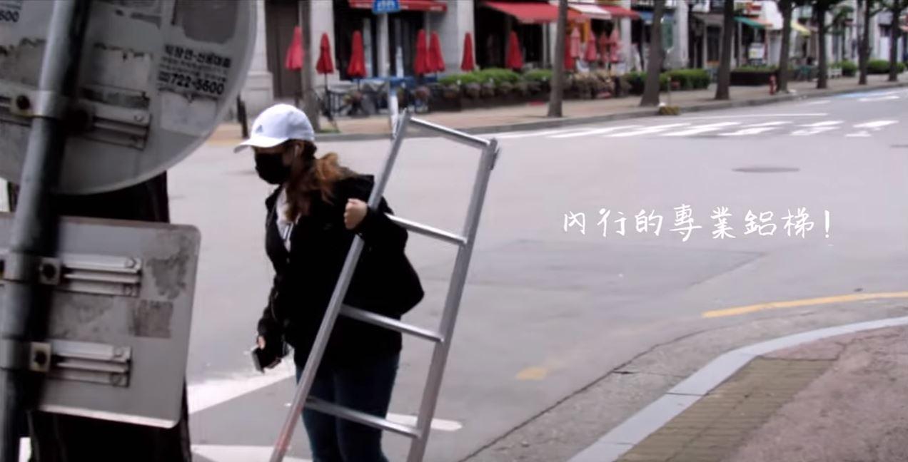 專業的就是不一樣!小椅子跟鋁梯在這裡根本就是必備!小編沒有帶真的很懊悔啊!!