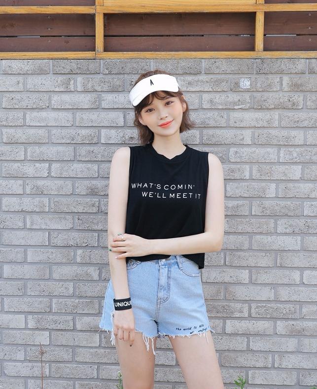 無袖的T恤也是一個超適合夏天的必備單品,穿上去就好像沒穿(?)一樣涼快啊XD,而且又是GOOD DAY穿過的同款喔!