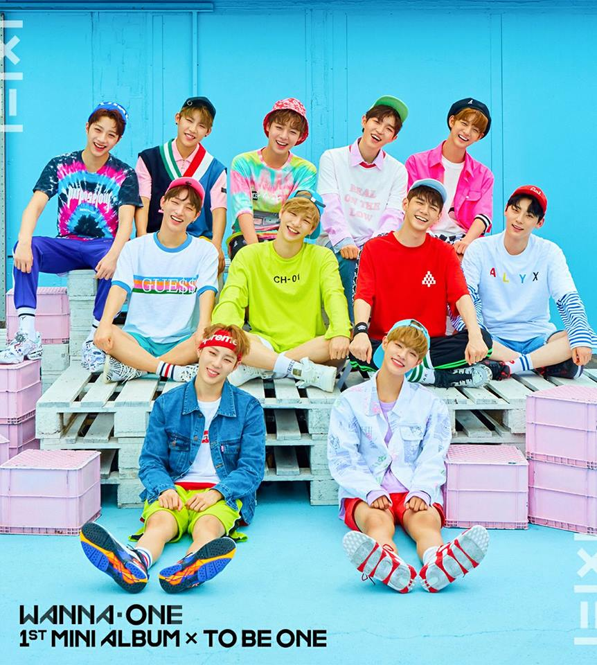 Wanna One正式出道後開始一連串馬不停蹄的宣傳活動,成員們上遍各大綜藝節目,接來下也將飛到各地開演唱會,忙碌的行程大概一路排到年底了吧...