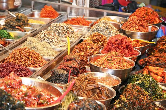 韓國服飾、流行物件、小文具則集中在七星商店街跟中央地下街,小編去年去濟州島時就在七星商店街淘到很個性的衣服,價格比首爾便宜很多,喜愛逛街的遊客絕對要來!