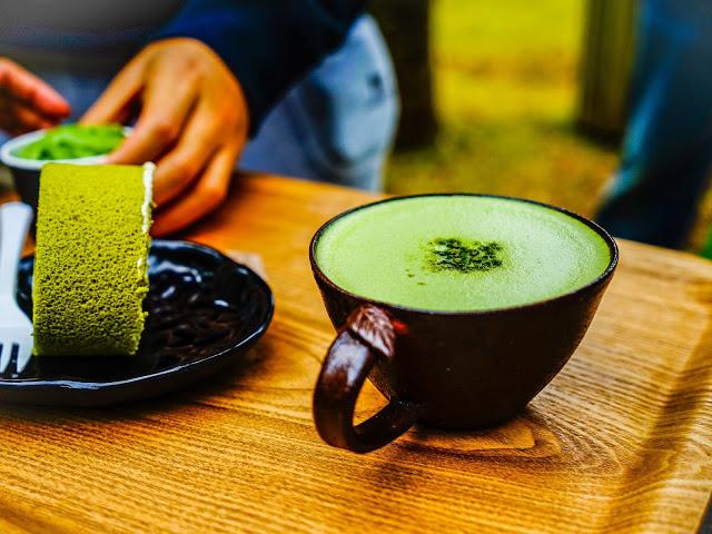 逛完綠茶博物館後,可以去旁邊的innisfree濟州島玻璃小屋看看,innisfree是韓國美妝大牌,其中很多天然成分取自濟州島,館裡有化妝品體驗區、有機咖啡廳,還可以體驗做手工皂。  ▶ 小編推薦:GD開的咖啡廳MONSANT CAFE也在同一區喔,不如安排一天待在西部區。